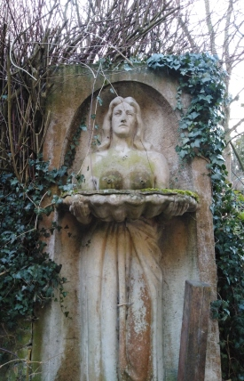 Jugenheim Greiner - Busenbrunnen im Garten