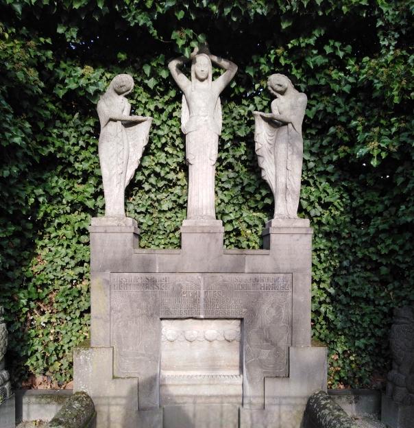 Platanenhain Brunnengruppe Hoetger