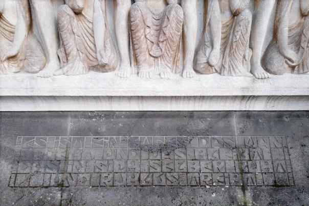 Relief Inschrift Fruehling