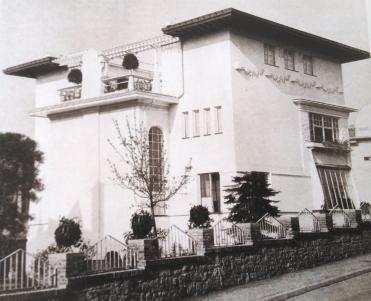 Das Haus Habich: mediterran mit Flachdach und Dachterrasse.